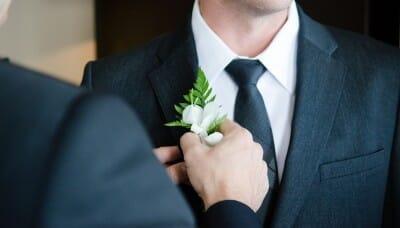 ビジネスシーンで存在感を発揮!スーツに似合うメンズ財布の選び方
