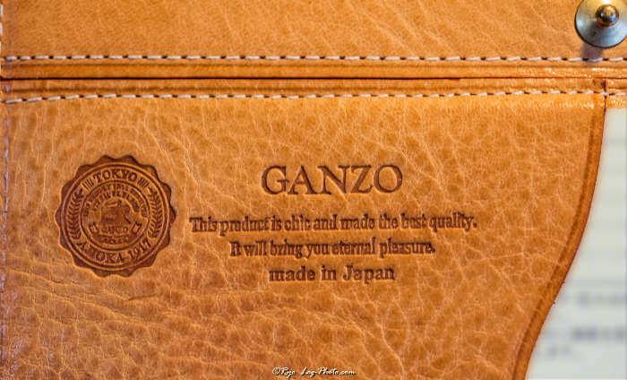GANZOの財布に施されたブランドロゴの刻印