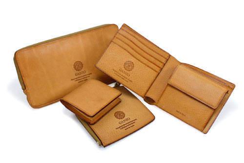 GANZO ミネルバボックスのヌメ革財布