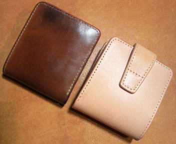 コードバンの二つ折り財布 新品と経年変化後の比較