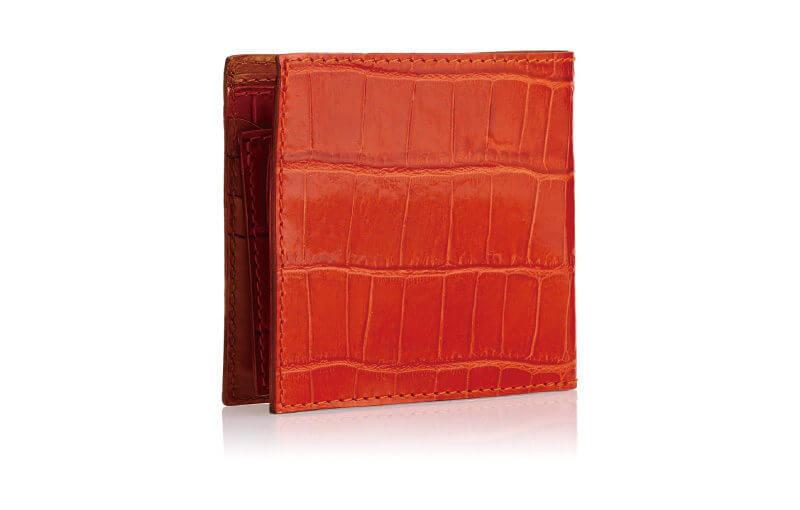クロコ調の型押しレザーを施したフェリージの二つ折り財布