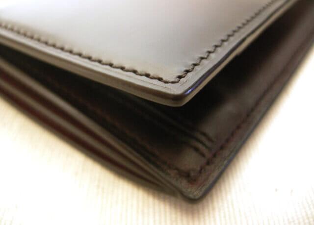 ユハクの革財布のコバ