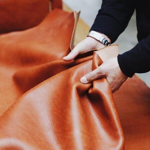 上質な本革のみを使用しているからメンテナンス次第で長く使える|土屋鞄製造所