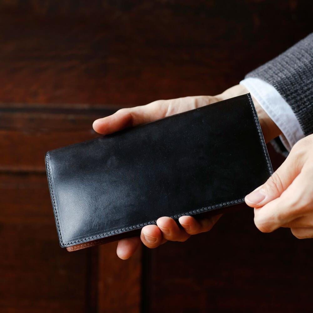 土屋鞄の財布 飽きの来ないシンプルなデザイン