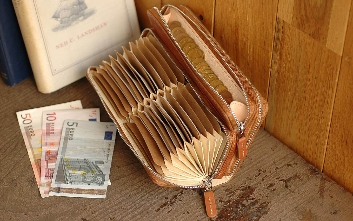 1万円台で買える高評価な大容量のメンズ財布