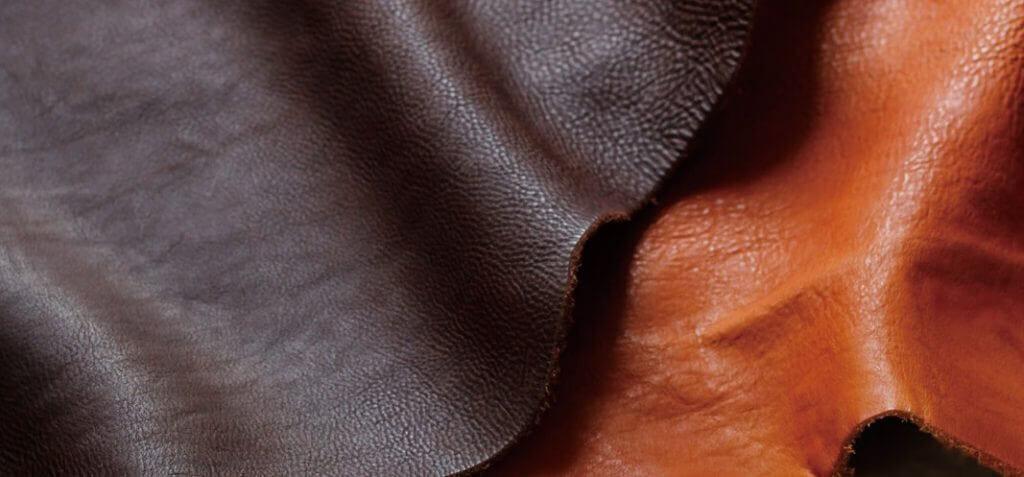オイルヌメ革のアンティックな風合いと柔らかな質感