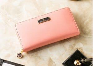 ピンク(桃色系)のレディース財布|可愛い・お洒落なおすすめブランド財布7選 ※女性のプレゼントにも!