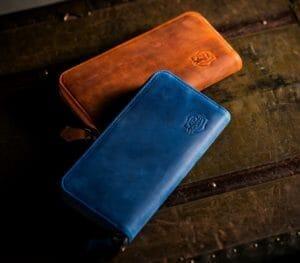 ネイビー・ブルー(青系)色のメンズ財布|爽やかで大人なおすすめブランド財布7選