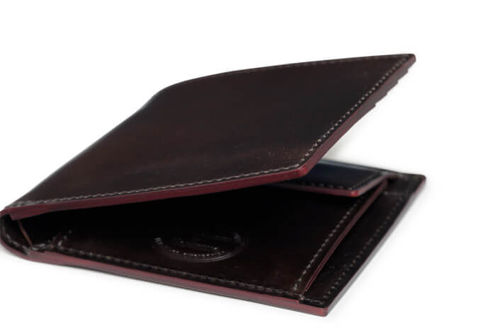 SHELL CORDOVAN 2 小銭入れ付き二つ折り財布に使用される皮革は?
