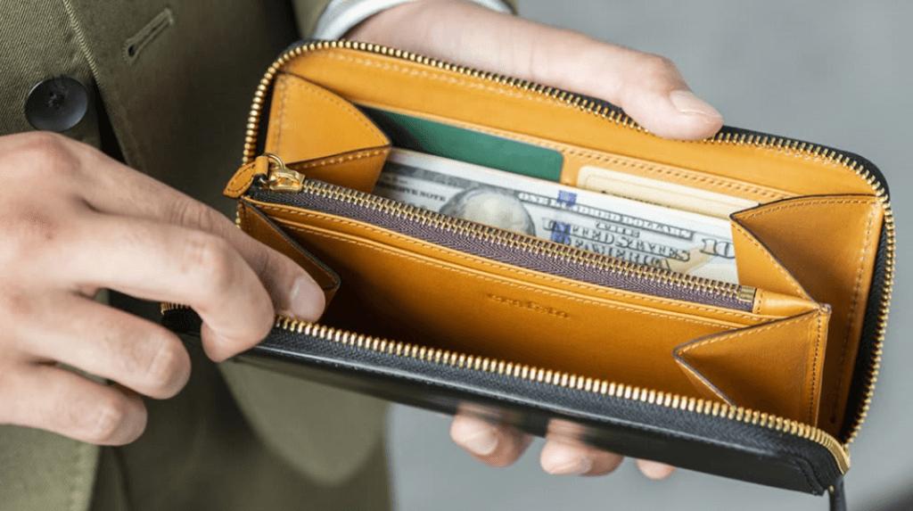 収納面を求める人には、長財布がおすすめ