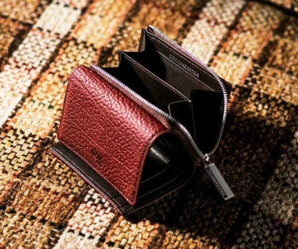 ココマイスターでおすすめのファスナー付き二つ折り財布:マットシュリンク・カムラッド