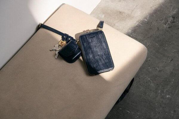 crafstoでおすすめのウォレットバッグ:ブライドルレザー横型ネックウォレット